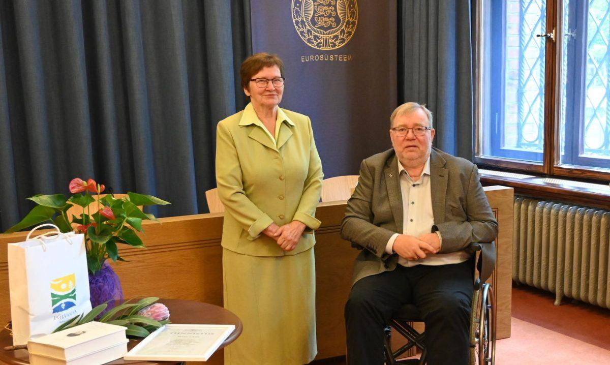 Jakob Hurda nimeline Põlva rahvahariduse selts andis Eesti Panga muuseumis üle Jakob Hurda rahvuskultuuri auhinnad Mart Laarile Eela Jääle
